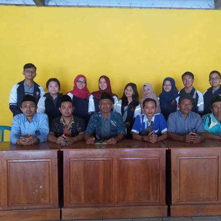 9 Orang adik-adik dari Universitas Diponegoro Semarang KKN di Desa Gandrirojo
