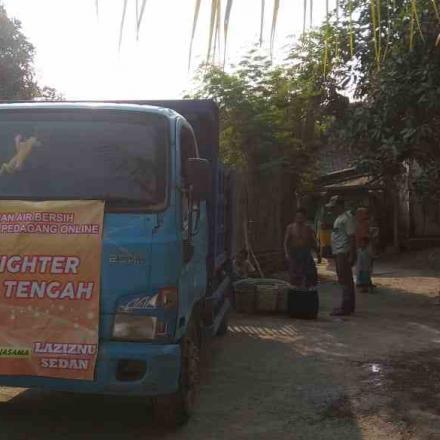 Lazisnu MWCNU Kec Sedan gandeng pedagang online dropping Air bersih di Desa Gandrirojo