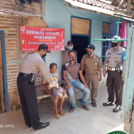Polsek Sedan Giat Bansos di Desa Gandrirojo, Dalam rangka HUT RI KE-75